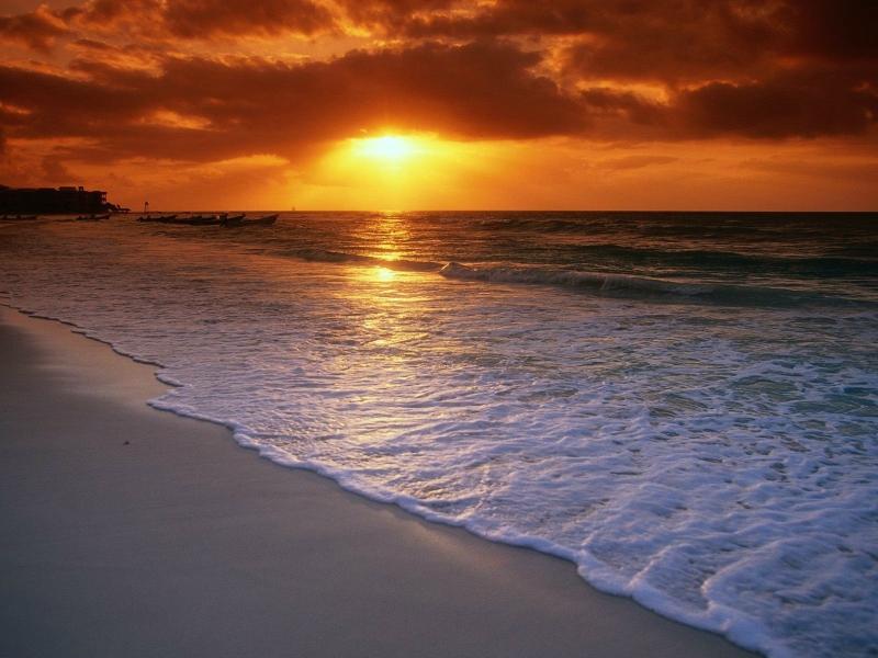 hora playa del carmen anochece