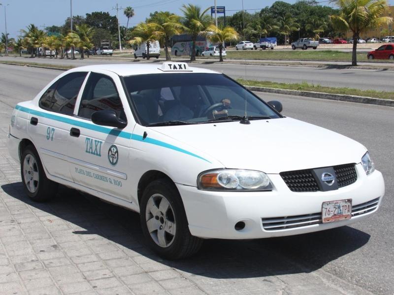 taxi playa del carmen en la calle
