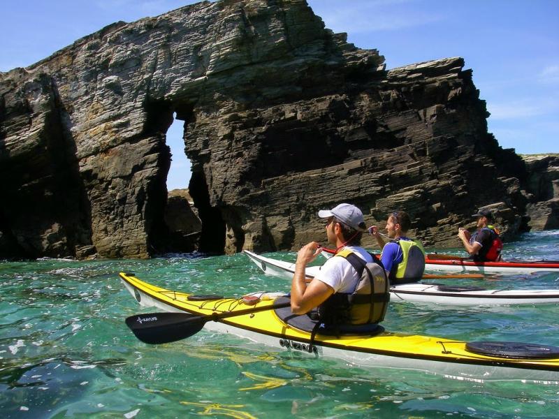 Deportes acuáticos en Playa de las Catedrales kayak