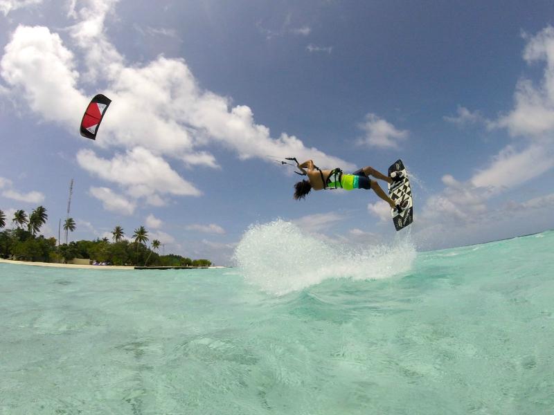 Deportes acuáticos en Playa de las Catedrales kitesurf