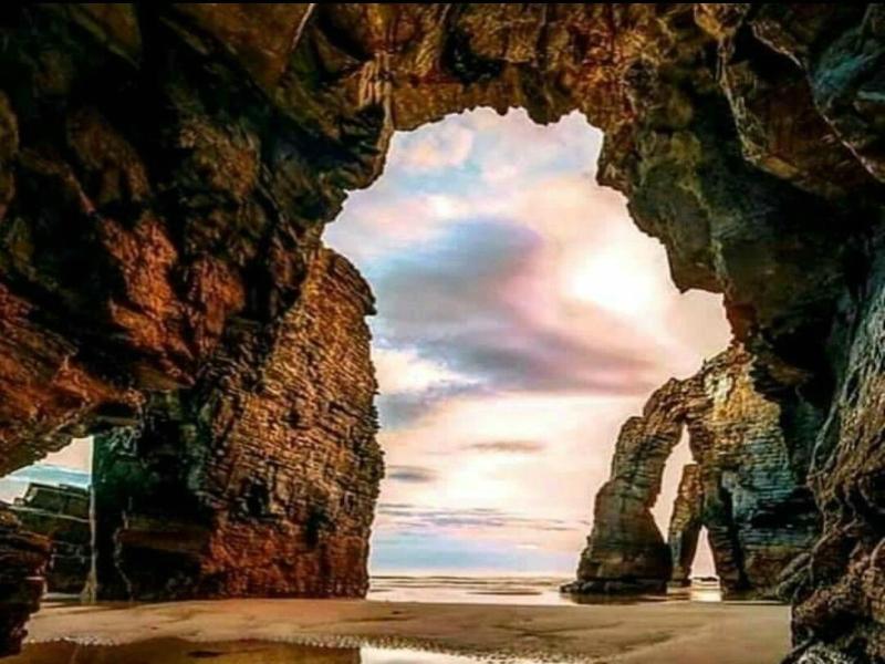 Playa de las Catedrales Cuevas historia