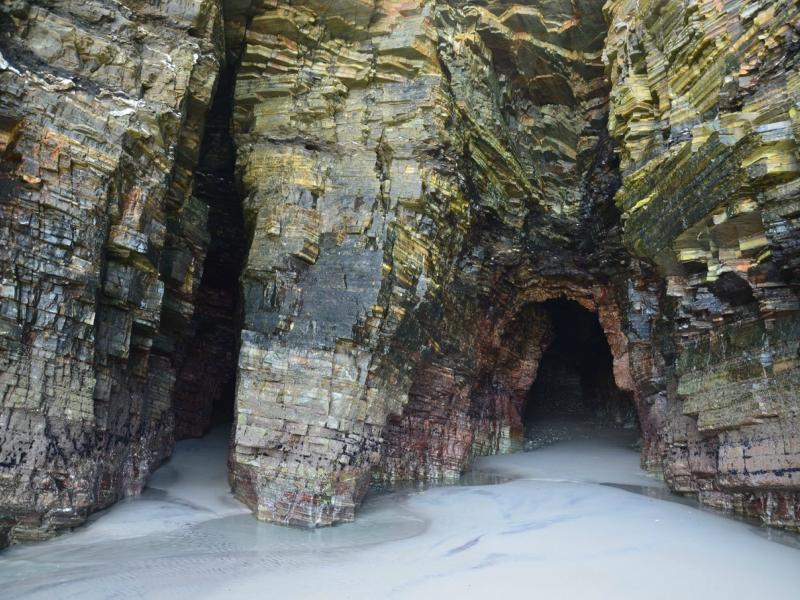 Playa de las Catedrales Cuevas monumento natural y cultural