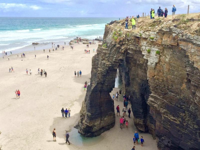 Playa de las Catedrales Cuevas monumento visitar