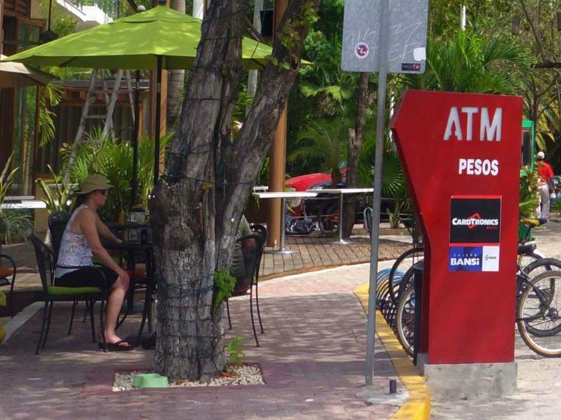 bancos en playa del carmen cajeros automáticos