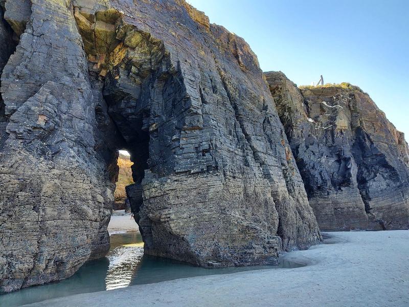 qué ver cerca de la Playa de las Catedrales cuevas